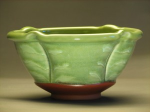 Green bowl with hollow lip